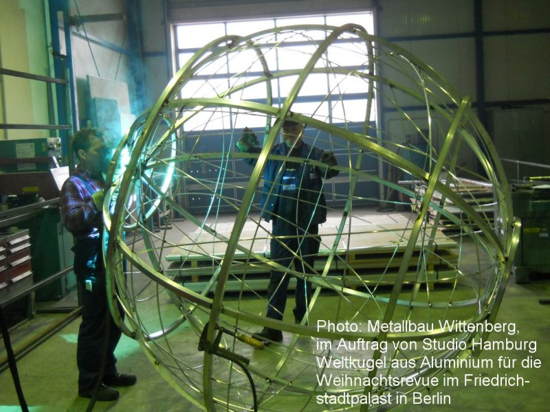 Photo: Metallbau Wittenberg, on behalf of Studio Hamburg, Globe of Alu