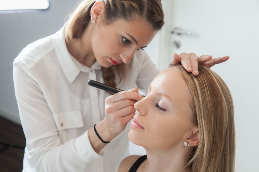 Professionelles Make-Up und Wimpernverlängerung in Recklinghausen von Samar Institute Kosmetikstudio