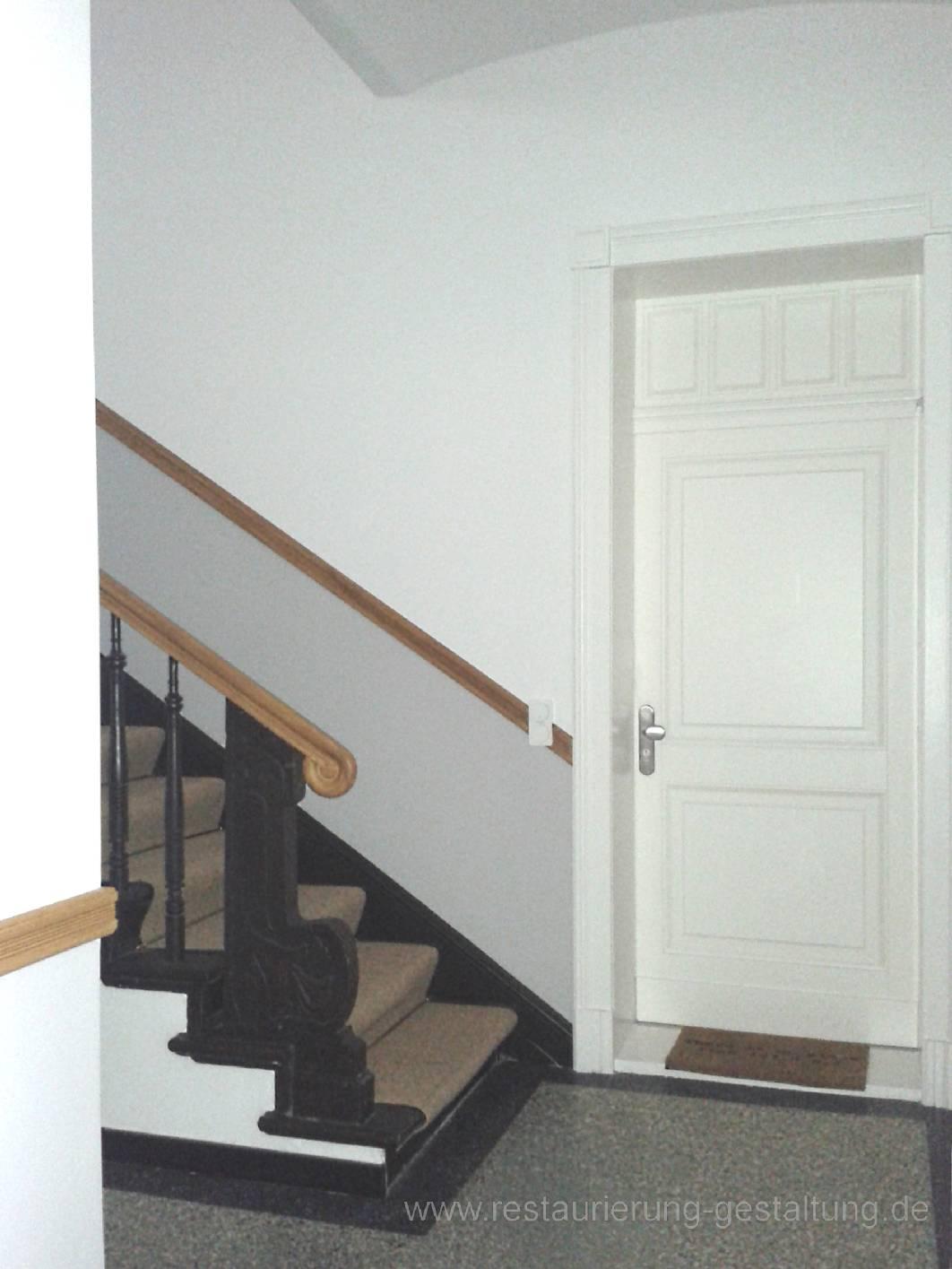 AuBergewohnlich Eingang Von Der Durchfahrt Zum Treppenhaus Mit Treppenhausgestaltung In  Holzimitation Und Holzmalerei Vom Restaurator Für Holzmalerei