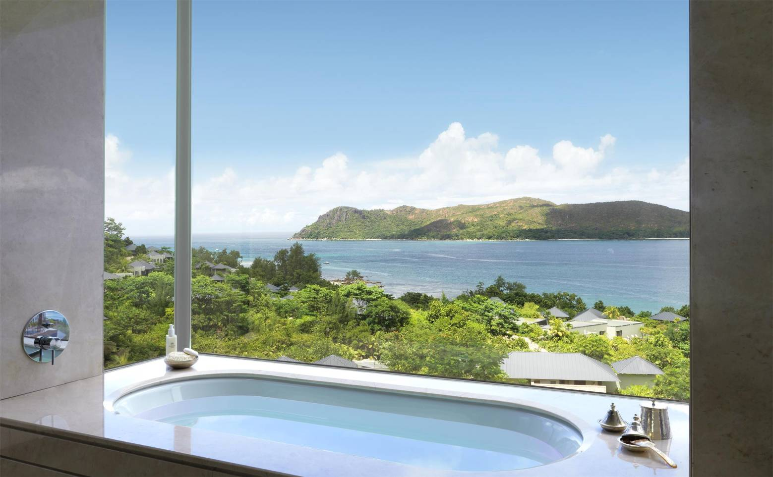 Raffles Seychelles - Panoramic Pool Villa Bathroom