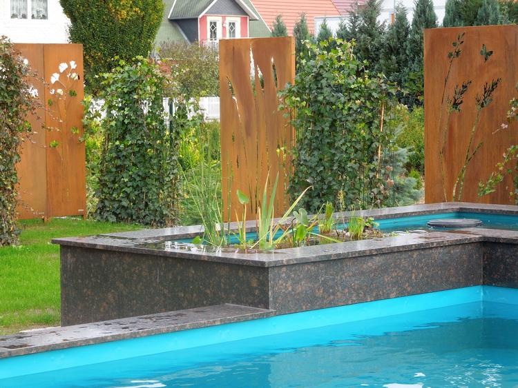 Gabionen Bieten In Vielfältiger Art Und Weise In Kombination Mit Grün Und  Holz Bzw. Durch Unterschiedliche Steinfüllungen Eine Dauerhaften Sichtschutz  Bzw.