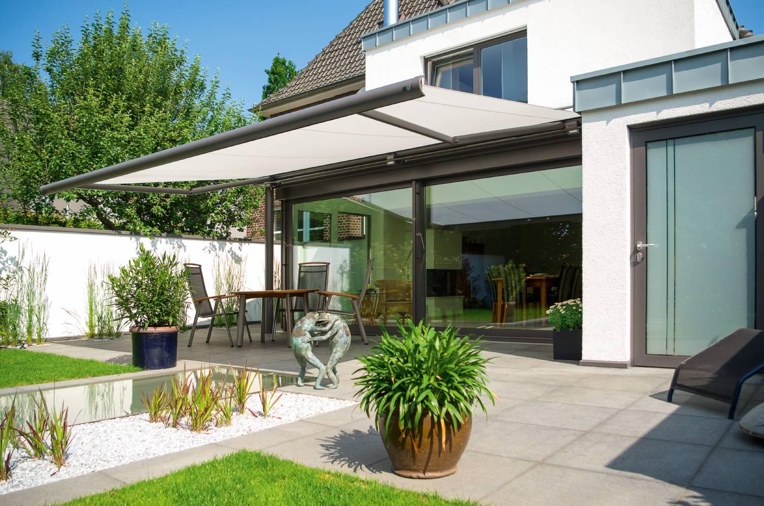 markise unter balkon diese markisen lassen sich unter. Black Bedroom Furniture Sets. Home Design Ideas