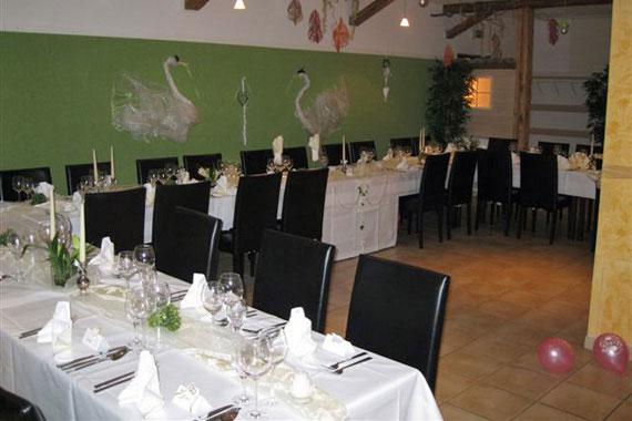 gepflegtes deutsches restaurant mit biergarten in stuttgart zuffenhausen alte hofkammer. Black Bedroom Furniture Sets. Home Design Ideas