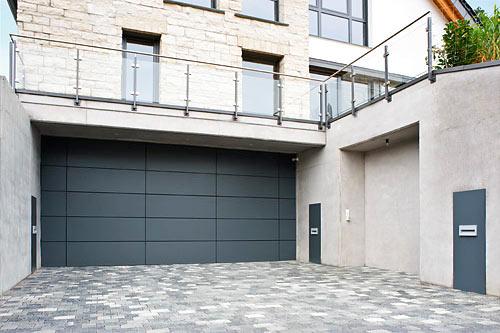 band sonnenschutz rolladen einbruchschutz berlin garagentore. Black Bedroom Furniture Sets. Home Design Ideas
